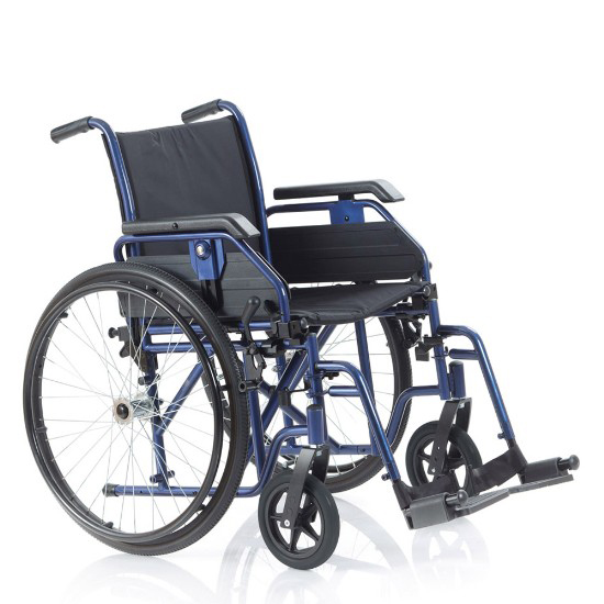 Noleggio sedia a rotelle con braccioli lunghi estraibili, pedane estreibili con rotazione antero-posteriore. Cinturino fermapiedi con seduta di 40 cm. Il noleggio minimo è di 15 giorni a 2 euro al giorno. Consegnamo a domicilio in tutta Italia, contattaci per maggiori informazioni.