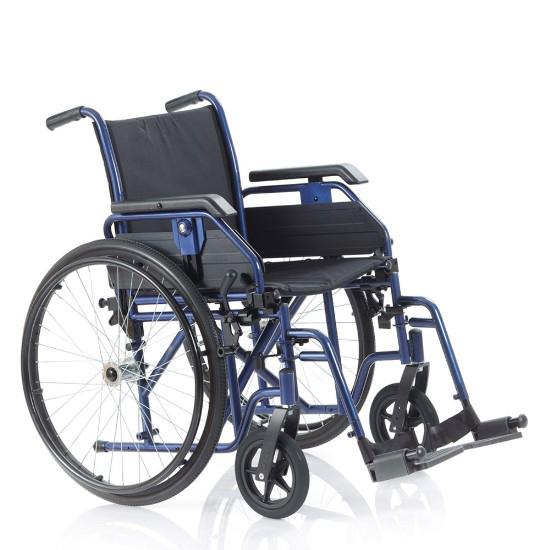 Noleggio sedia a rotelle con braccioli lunghi estraibili, pedane estreibili con rotazione antero-posteriore. Cinturino fermapiedi.