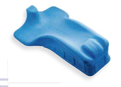 Posizionatore da letto per avambraccio in materiale viscoelastico, conformato anatomicamente protegge dalla formazione di edemi e consente il mantenimento di una posizione corretta.