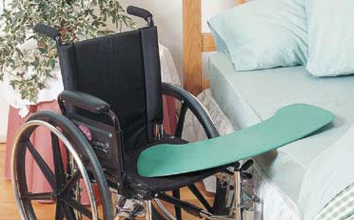 Permette alle persone con mobilità e forza limitata di effettuare trasferimenti funzionali.