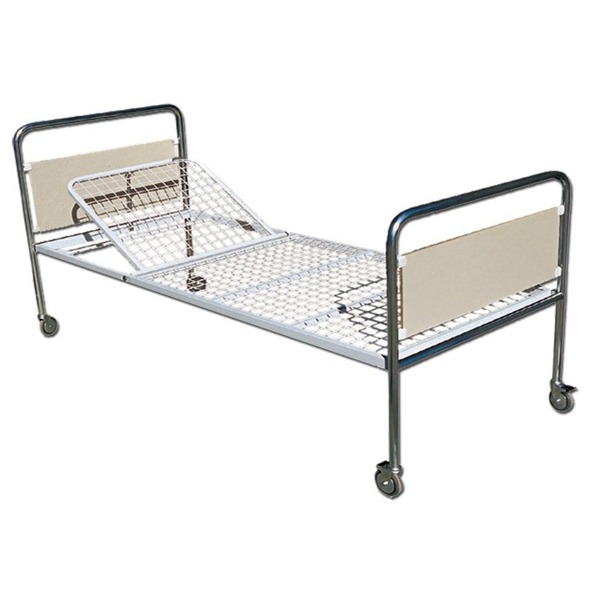 Estremità del letto in acciaio cromato. Pannelli in laminato plastico.