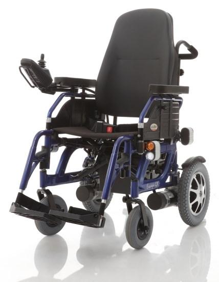 Comfort ottimale grazie alla seduta in nylon nero imbottito con schienale imbottito e reclinabile 90°-110°, completa di cintura di sicurezza.