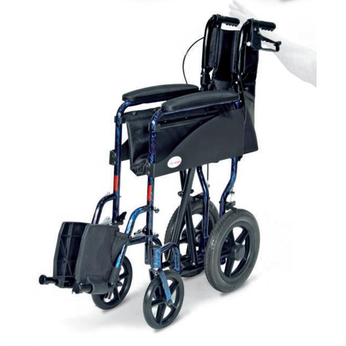 Carrozzina in alluminio a struttura leggera, progettata e costruita per trasportare i pazienti, dove gli spazi e le dimensioni sono ridotte.