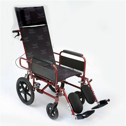 Carrozzina pieghevole con schienale reclinabile. Autospinta, con ruote posteriori piene.