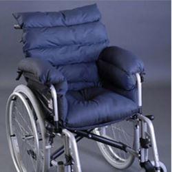 composto da: cuscino + cuscini riposa braccia + cuscino dorsale adattabile ad ogni tipo di sedia a rotelle