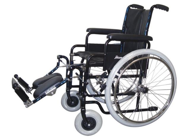 Carrozzina pieghevole standard ad auto spinta Seduta cm 41-43-46 Bracciolo a scrivania (desk) K12 Bracciolo regolabile in altezza K13 (optional) Pedane regolabili in altezza K21 Portata massima kg100
