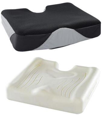 Il cuscino Iskio-Bi è composto da mousse viscoelastica con un inserto in mousse ad alta resilienza. Grazie alle sue caratteristiche, il dispositivo garantisce una ripartizione ottimale delle pressioni. L'inserto in mousse avvolge completamente la zona ischiatica e la zona sacro-coccigea del paziente assicurando uno scarico ottimale dei picchi di pressione in corrispondenza delle prominenze ossee. Il cuscino è dotato di una fodera in tessuto 3d ed una fodera in tessuto Pharmatex.