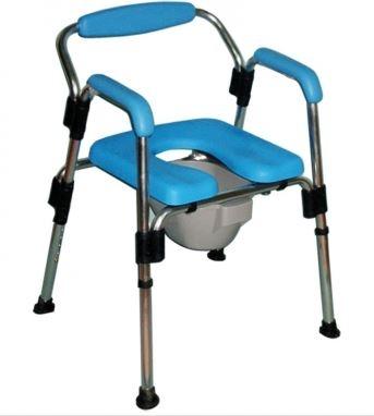 Sedia da doccia e da comodo con struttura pieghevole in alluminio: piano seduta ed imbottiture di braccioli e schienale in poliuretano morbido; cinque livelli di regolazione in altezza; puntali in gomma.