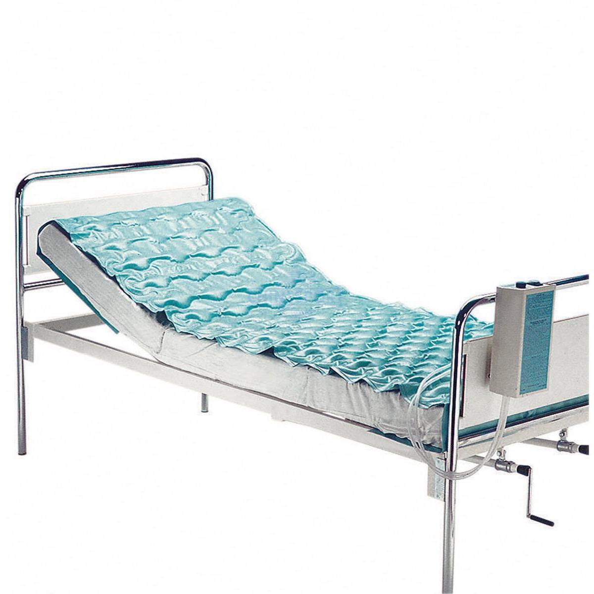 Materasso dotato di compressore per il gonfiaggio. Valido aiuto per la cura e la profilassi contro le piaghe da decubito. Completo di telini per il fissaggio al letto sottostante. Adatto a pazienti fino a kg 100.