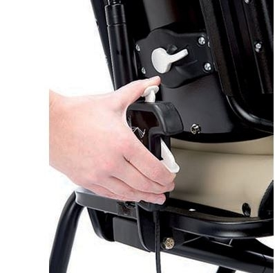 Queste sedie sono concepite per fornire un supporto alla parte alta e bassa del corpo del bambino mentre sta seduto, consentendogli di partecipare a tutte le attività quotidiane che si svolgono attorno al tavolo di casa o al banco di scuola.