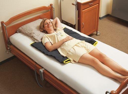 Materassino imbottito più telo per trasferimento utilizzando il movimento di slittamento.