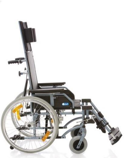 Schienale prolungato regolabile in inclinazione per mezzo di pistoni. Prolunga schienale estraibile.