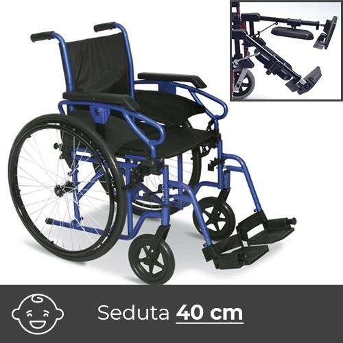 Noleggio sedia a rotelle con pedane estraibili elevabili con reggigambe. Per bambini e ragazzi dai 9/10 anni.
