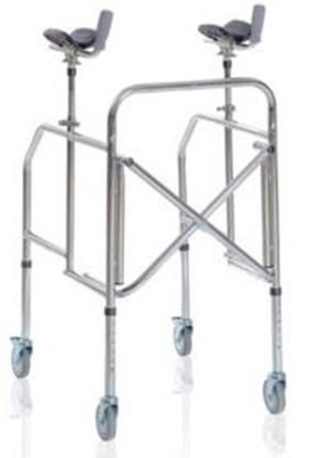 Immagine di Deambulatori con appoggio antibrachiale pieghevole gambe regolabili in acciaio cromato - Mopedia Cod. RP754A