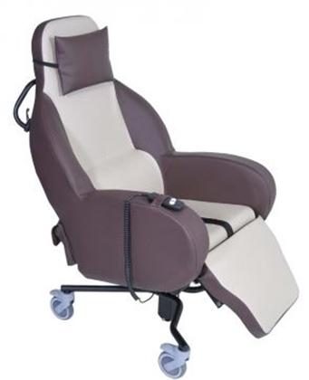 Immagine di Poltrona geriatrica basculante da interni, seduta a ribalta elettrica Integra MT - Intermed
